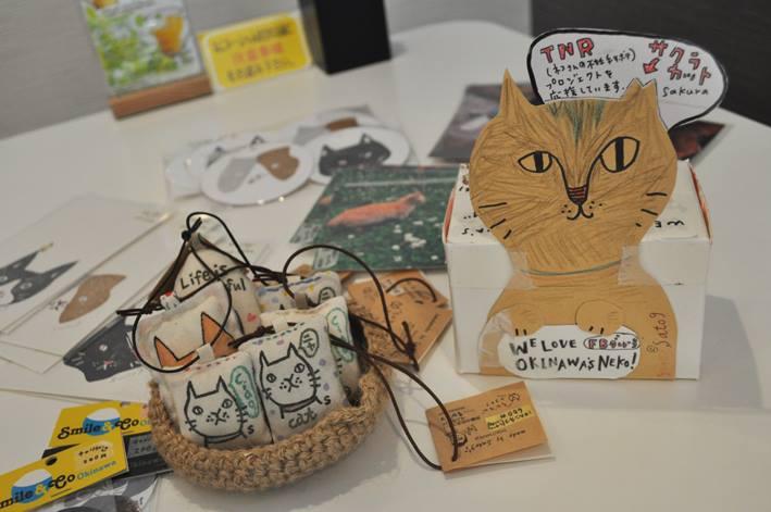 「猫Cafe にゃんそ〜れ」(那覇)さんに猫グッズ